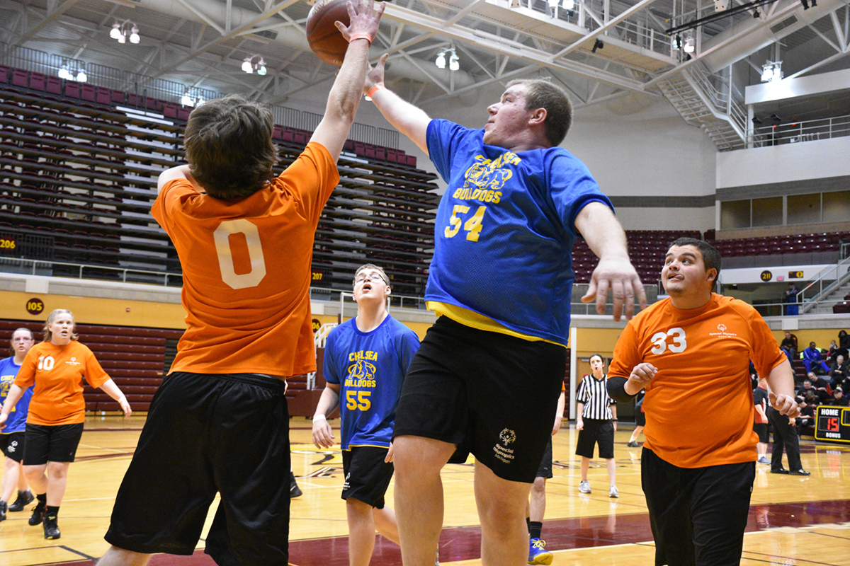 Two basketball players go head-to-head at the state basketball finals